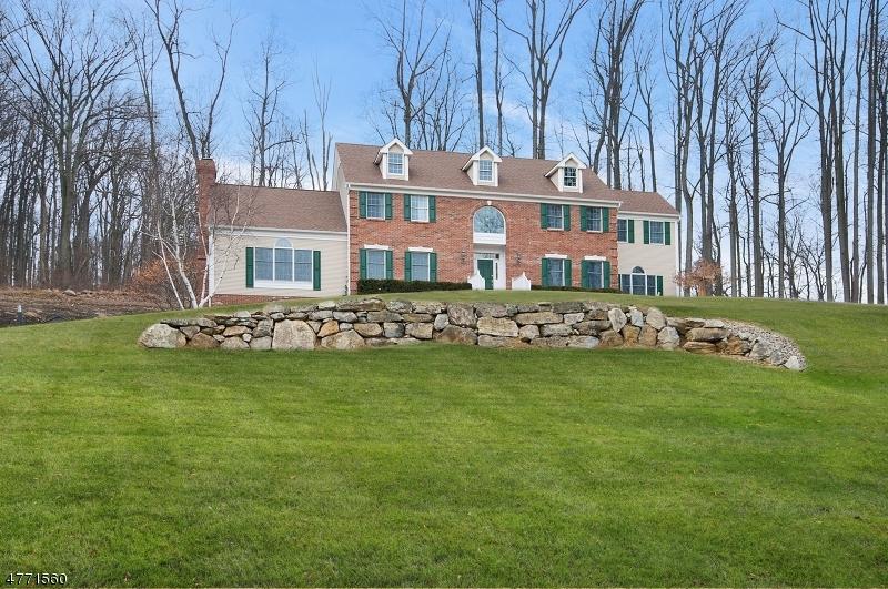 واحد منزل الأسرة للـ Sale في 21 Charles Stewart Drive 21 Charles Stewart Drive Asbury, New Jersey 08802 United States