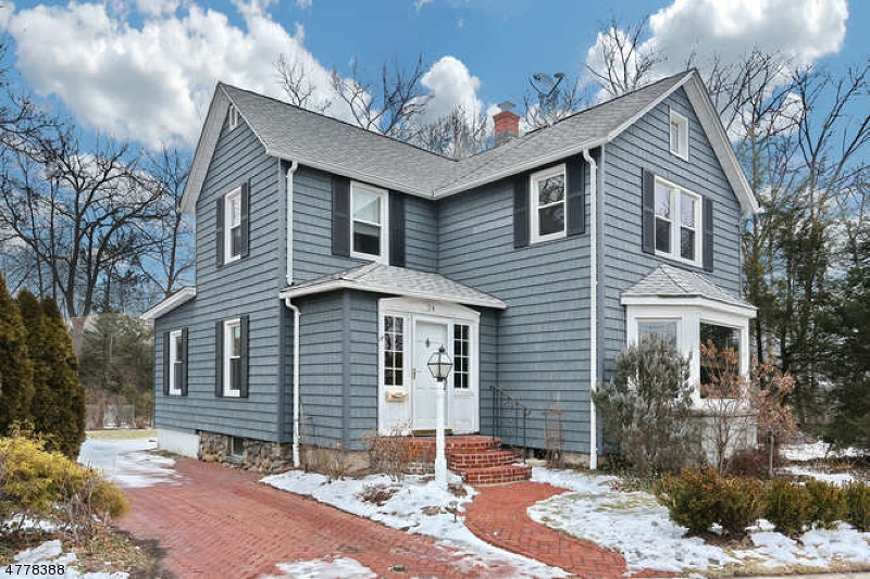 Single Family Home for Sale at 24 Myrtle Avenue 24 Myrtle Avenue Allendale, New Jersey 07401 United States