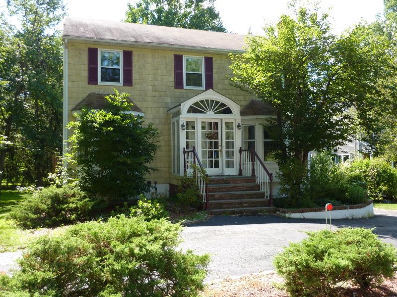 Частный односемейный дом для того Аренда на 21 Cypress Road Chatham, Нью-Джерси 07928 Соединенные Штаты