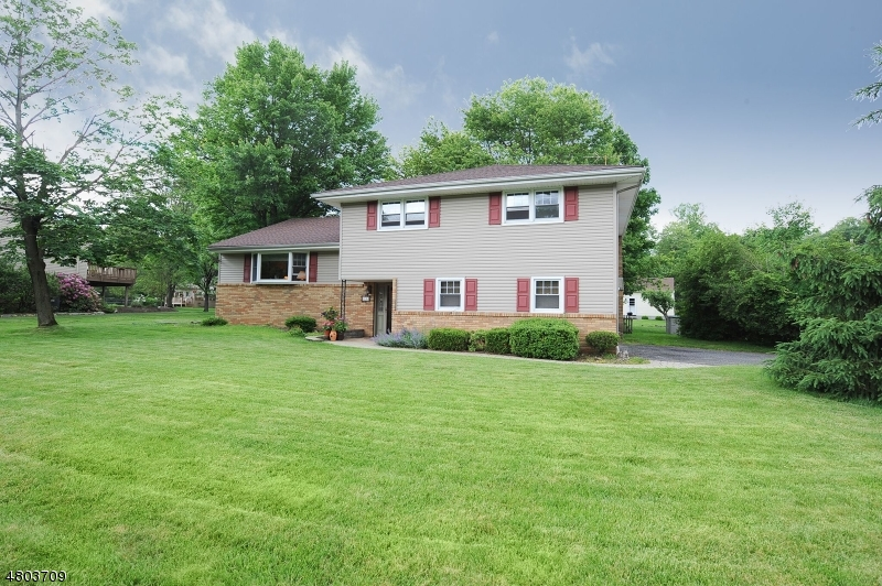 Single Family Home for Sale at 18 Dogwood Lane Montvale, New Jersey 07645 United States