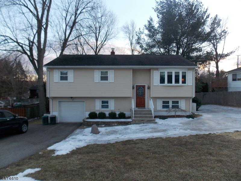 Property vì Bán tại 4 Street GEORGE Street West Milford, New Jersey 07480 Hoa Kỳ