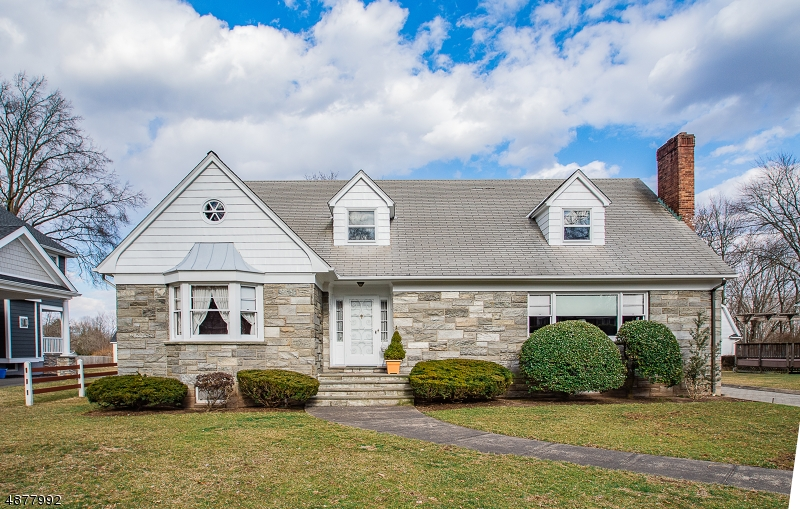 Maison unifamiliale pour l Vente à 192 PINELYNN Road Glen Rock, New Jersey 07452 États-Unis