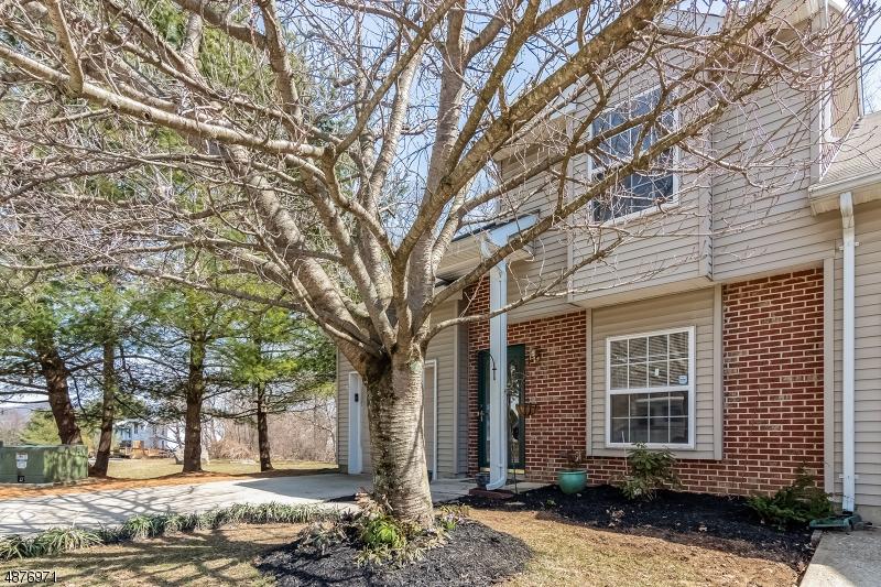 Кондо / дом для того Продажа на 52 CAMBRIDGE EAST Oxford, Нью-Джерси 07863 Соединенные Штаты