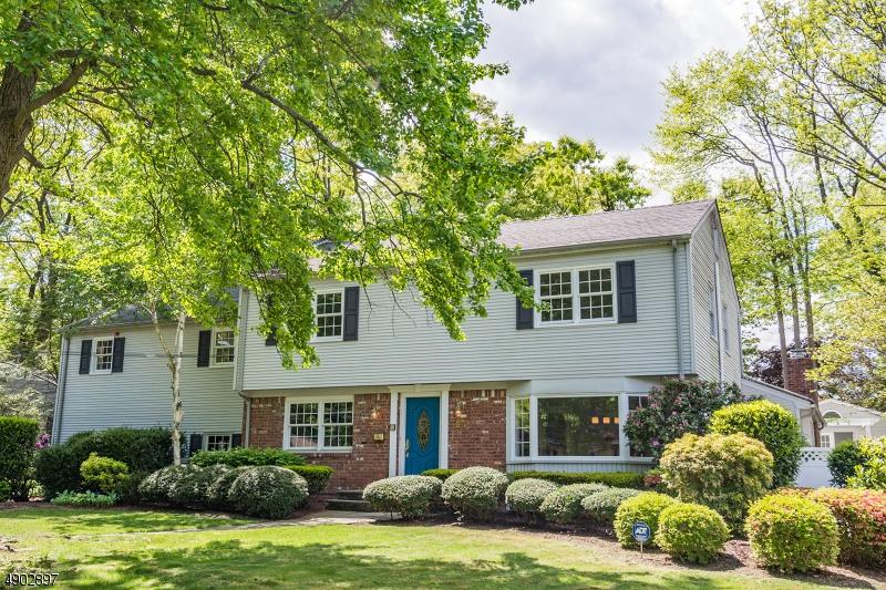single family homes для того Продажа на Oradell, Нью-Джерси 07649 Соединенные Штаты