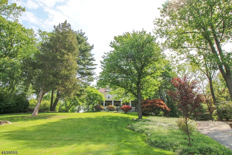 Additional photo for property listing at 15 Armour Road  Mahwah, New Jersey 07430 United States