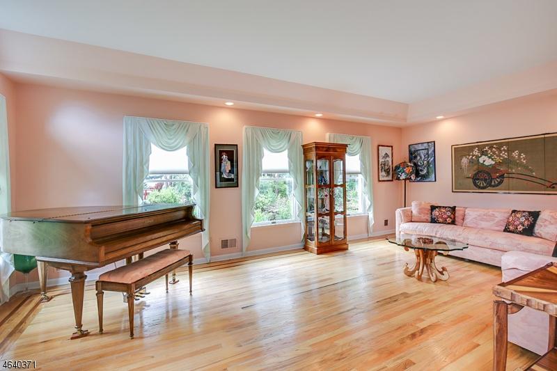 Additional photo for property listing at 64 Heritage Court  Randolph, Nueva Jersey 07869 Estados Unidos