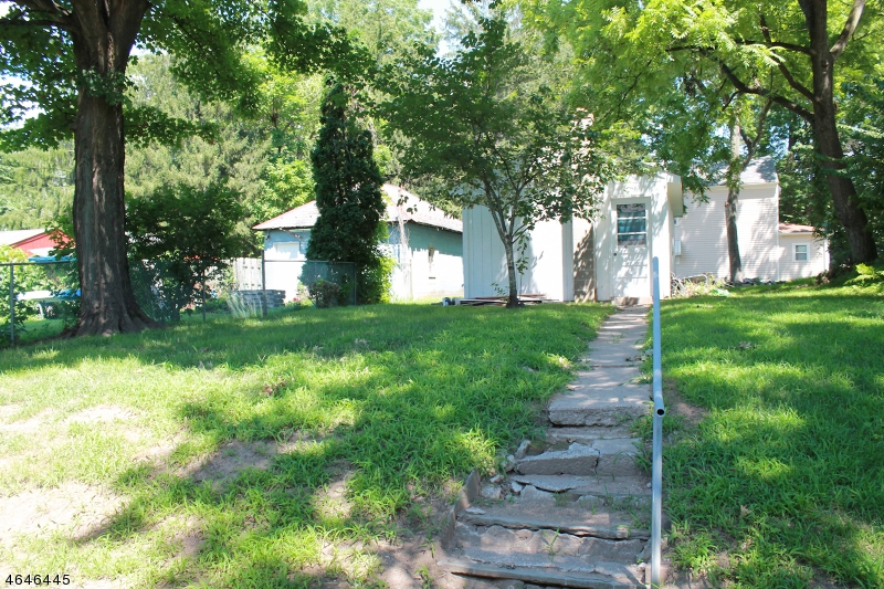 Additional photo for property listing at 124 Wall Street  Belvidere, New Jersey 07823 États-Unis