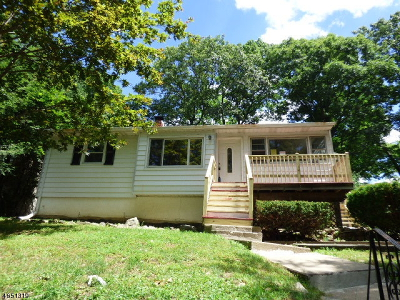 Additional photo for property listing at 131 W End Avenue  Hopatcong, New Jersey 07843 United States