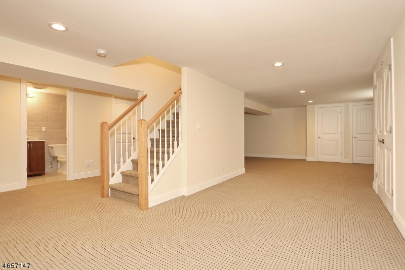 Additional photo for property listing at 13-31 Jerome Place  Fair Lawn, New Jersey 07410 United States