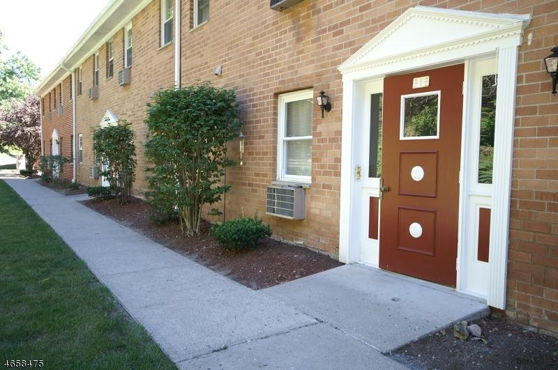 Частный односемейный дом для того Продажа на 100 Pierson Miller Dr, D32 Pompton Lakes, Нью-Джерси 07442 Соединенные Штаты