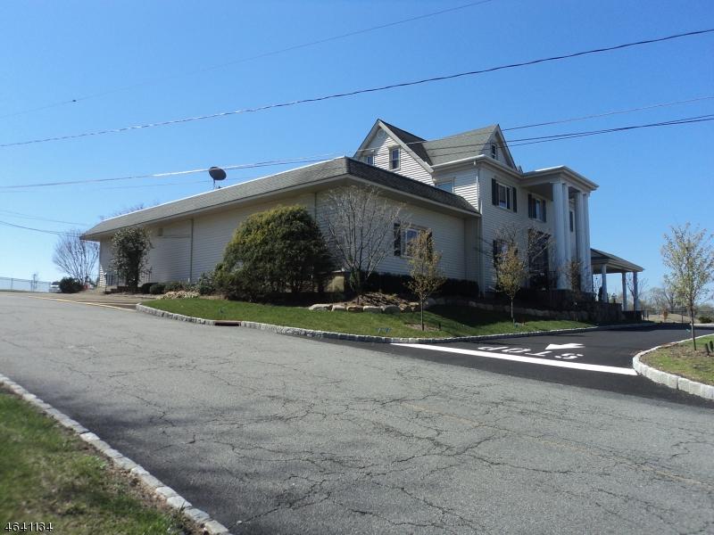Частный односемейный дом для того Аренда на 49 Whippany Road Whippany, Нью-Джерси 07981 Соединенные Штаты