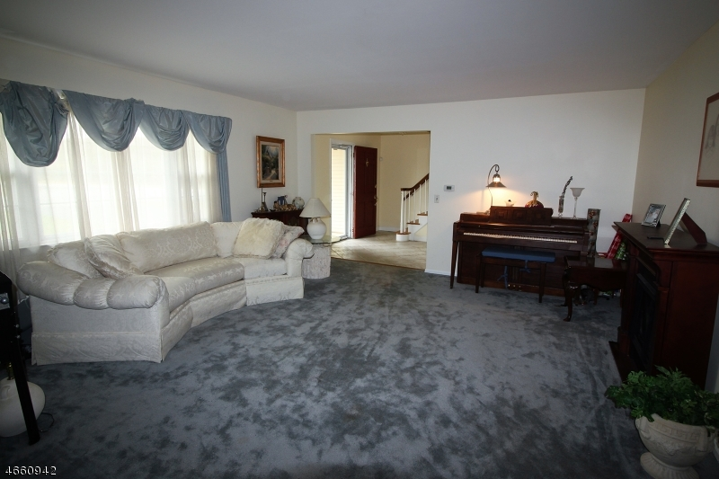 Additional photo for property listing at 702 N DONALD Drive  Bridgewater, New Jersey 08807 États-Unis