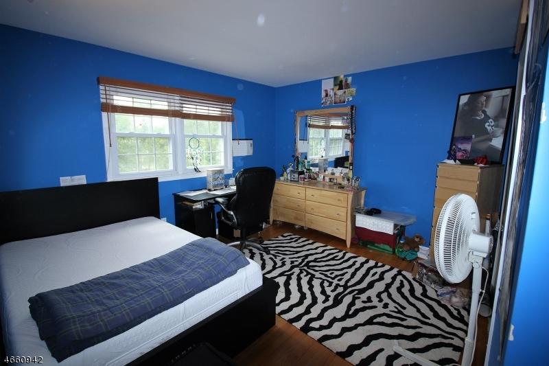 Additional photo for property listing at 702 N DONALD Drive  布里奇沃特, 新泽西州 08807 美国