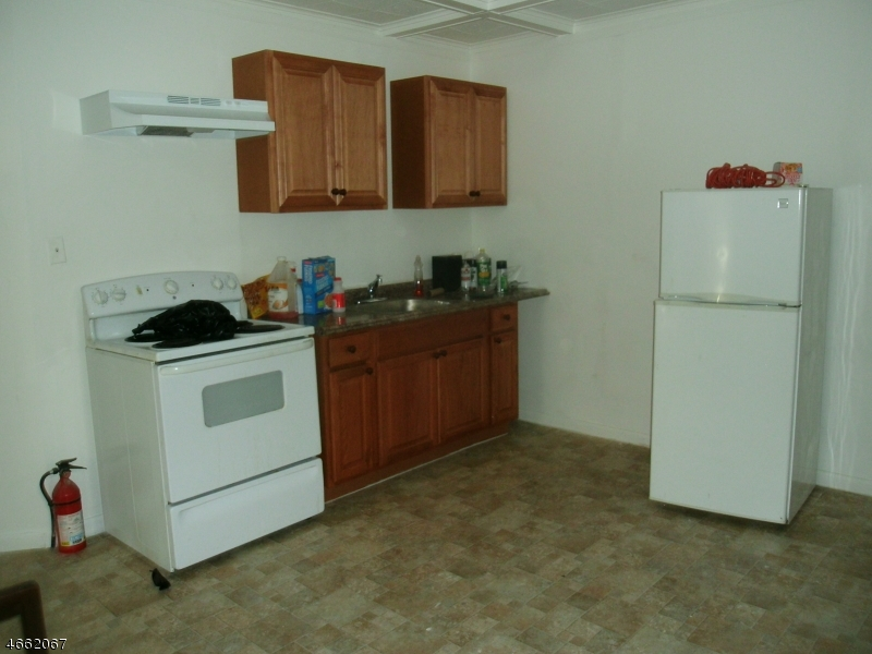 Additional photo for property listing at 989 Sanford Avenue  Irvington, Нью-Джерси 07111 Соединенные Штаты
