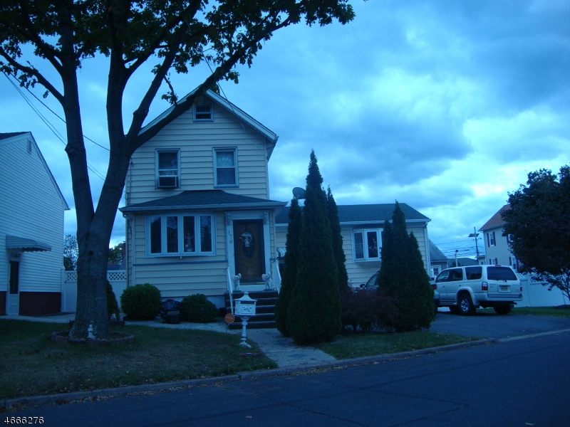 Single Family Home for Sale at 176 W Clay Avenue Roselle Park, 07204 United States