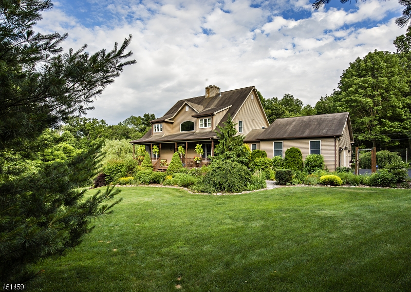 独户住宅 为 销售 在 420 Buckhorn Drive Belvidere, 07823 美国