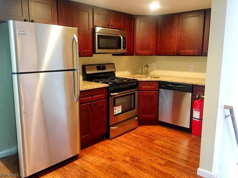 Частный односемейный дом для того Аренда на 7 Larue Street Franklin, Нью-Джерси 07416 Соединенные Штаты