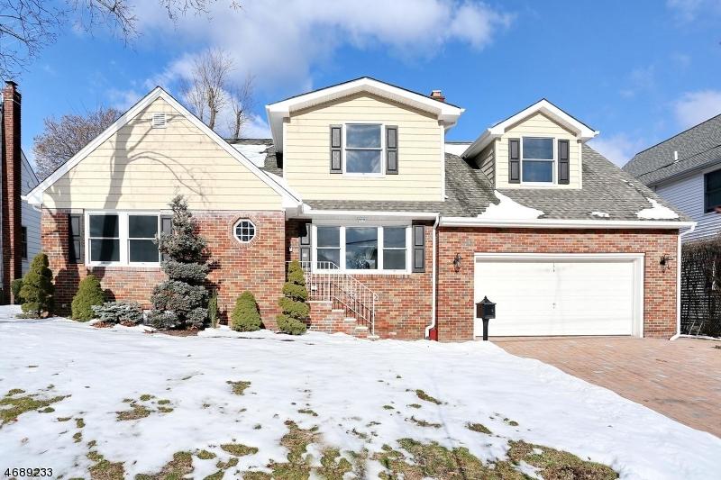 独户住宅 为 销售 在 176 Vanderburgh Avenue Rutherford, 07070 美国