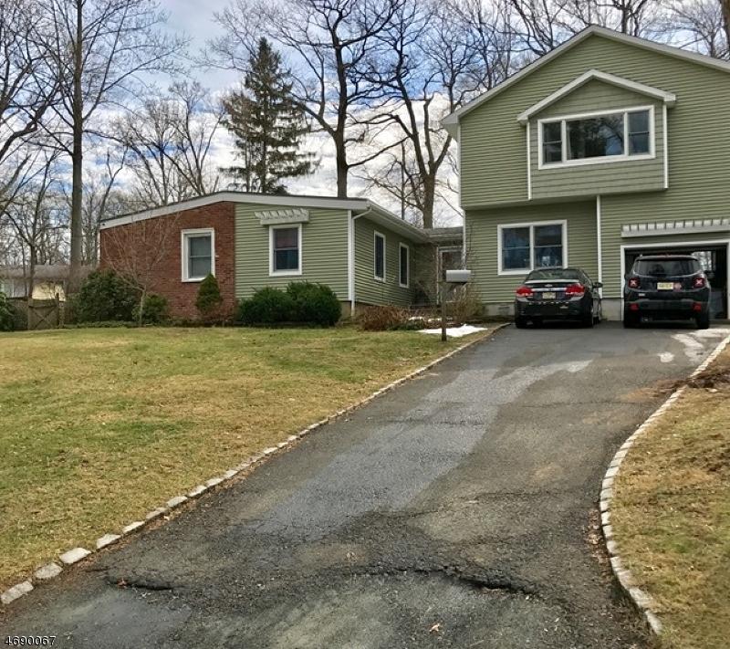 Casa Unifamiliar por un Venta en 24 Martins Lane Berkeley Heights, Nueva Jersey 07922 Estados Unidos