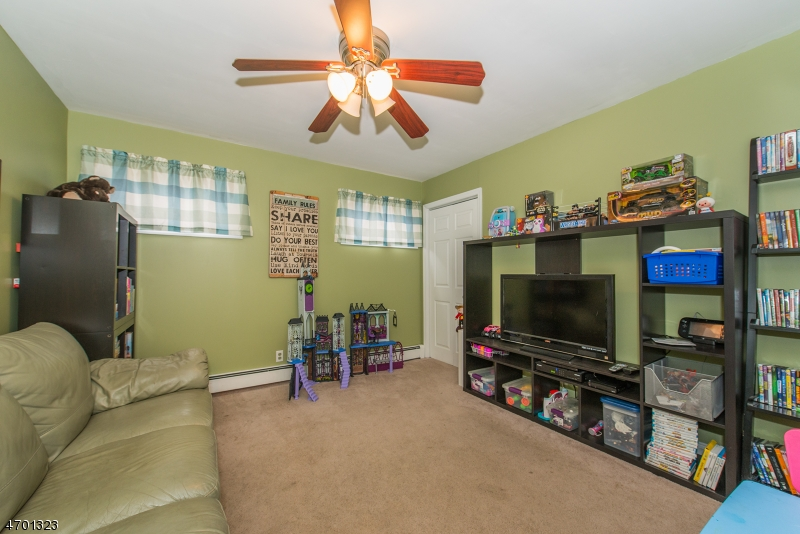Additional photo for property listing at 919 Colfax Avenue  Pompton Lakes, New Jersey 07442 États-Unis