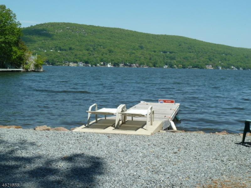 Maison unifamiliale pour l Vente à 24 Cove Road Greenwood Lake, New York 10925 États-Unis