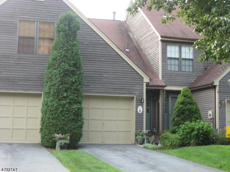 Casa Unifamiliar por un Alquiler en 46C MANCHESTER Lane West Milford, Nueva Jersey 07480 Estados Unidos
