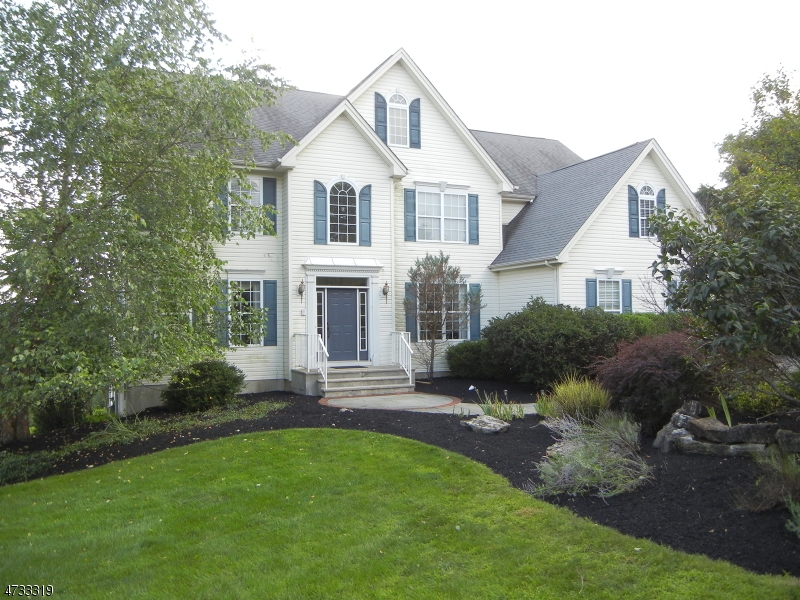 Single Family Home for Sale at 3 Fox Chase Turn Union, 08867 United States