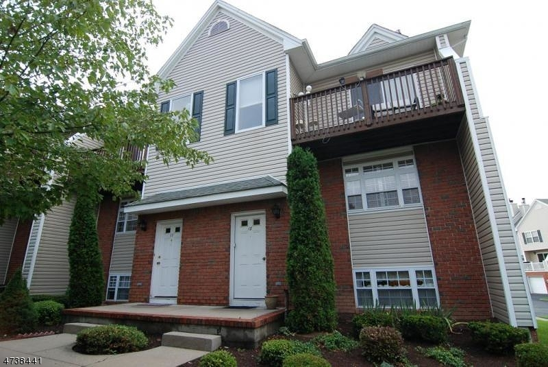 Частный односемейный дом для того Аренда на 18 Castle Drive Berkeley Heights, Нью-Джерси 07922 Соединенные Штаты