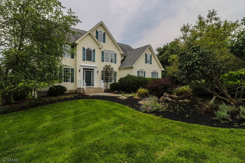 Maison unifamiliale pour l Vente à 3 Fox Chase Turn Union, New Jersey 08867 États-Unis
