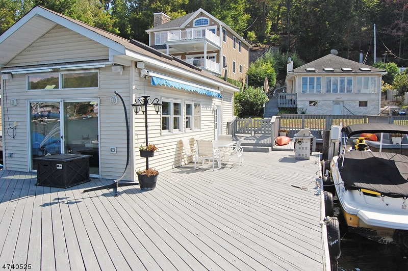 独户住宅 为 出租 在 407 Lakeside Blvd Hopatcong, 新泽西州 07843 美国