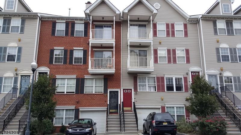 Частный односемейный дом для того Аренда на 65 MARROW Street Newark, Нью-Джерси 07103 Соединенные Штаты