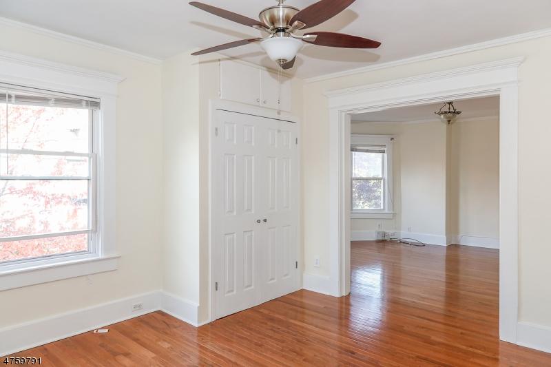 Частный односемейный дом для того Аренда на 151 Claremont Ave 2nd Flr. Montclair, Нью-Джерси 07042 Соединенные Штаты