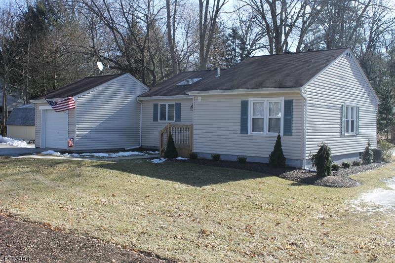 Einfamilienhaus für Verkauf beim 2 Hillcrest Avenue 2 Hillcrest Avenue Andover Township, New Jersey 07860 Vereinigte Staaten
