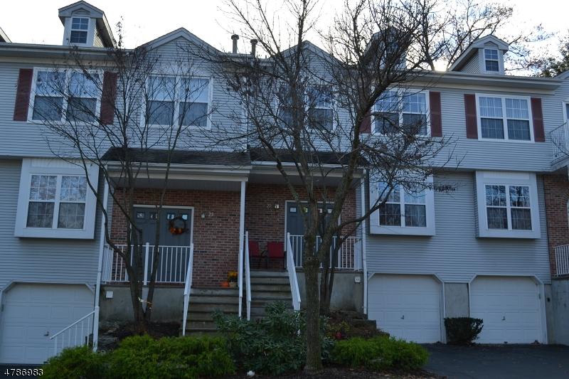 Casa Unifamiliar por un Alquiler en 29 Hickory Way Mount Arlington, Nueva Jersey 07856 Estados Unidos