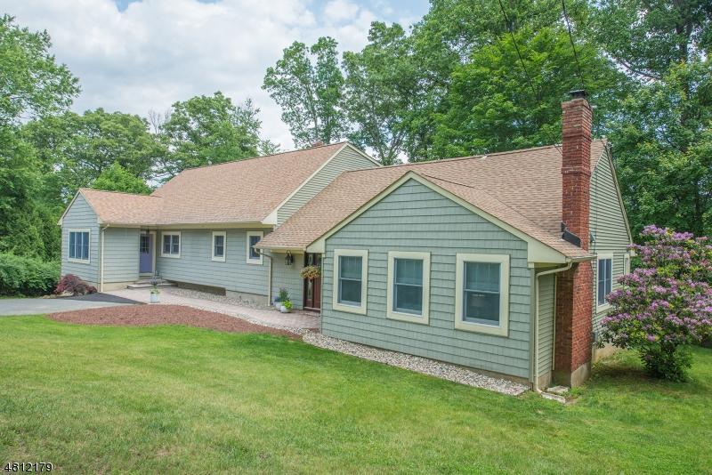 Maison unifamiliale pour l Vente à 17 COUNTRY Lane Randolph, New Jersey 07869 États-Unis