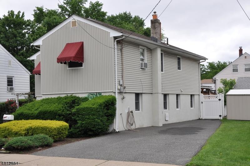 独户住宅 为 销售 在 22 ECKEL Road Little Ferry, 新泽西州 07643 美国