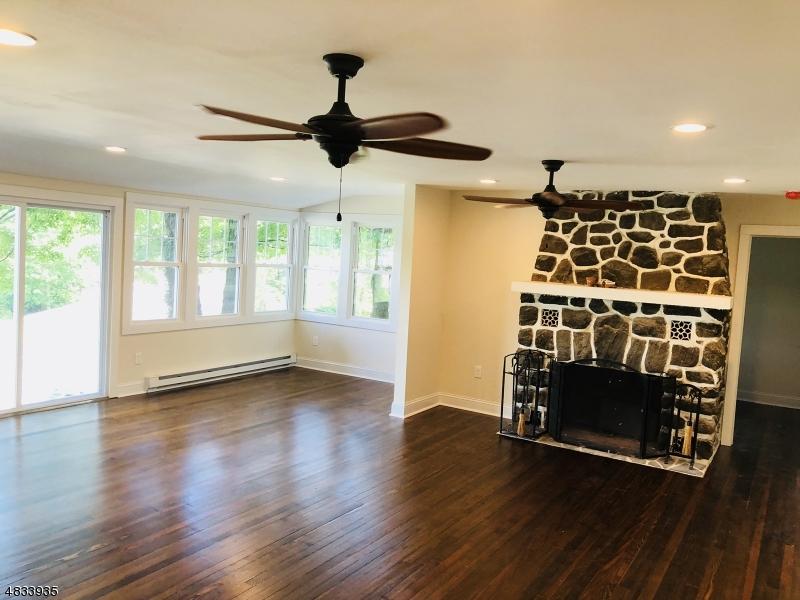 Maison unifamiliale pour l Vente à 154 ANDOVER SPARTA Road Andover, New Jersey 07860 États-Unis