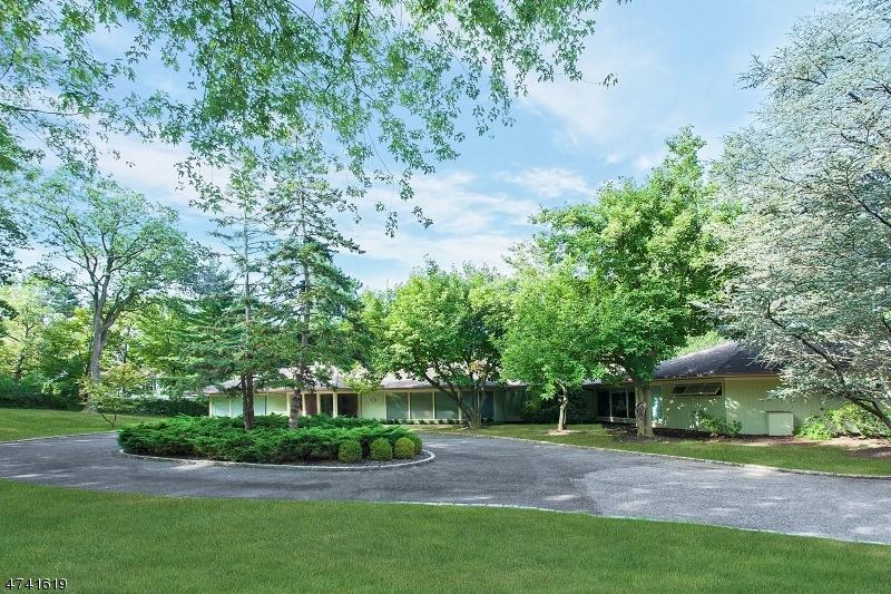 Maison unifamiliale pour l Vente à 30 AVON Drive Essex Fells, New Jersey 07021 États-Unis