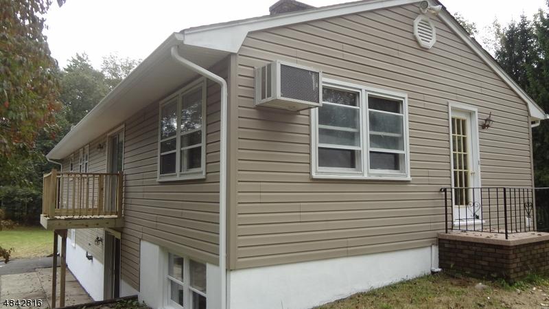 獨棟家庭住宅 為 出售 在 902 FAIRVIEW LAKE Lane Stillwater, 新澤西州 07860 美國