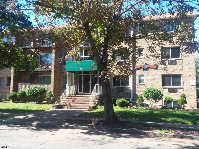 Condo / Townhouse pour l Vente à 765 VOSE Avenue Orange, New Jersey 07050 États-Unis