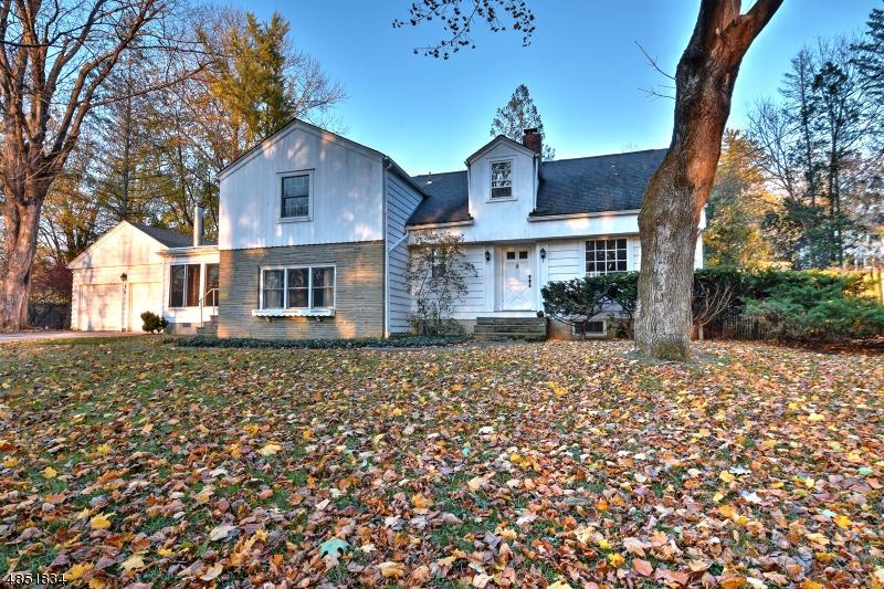 Maison unifamiliale pour l Vente à 6 Potter Avenue Andover, New Jersey 07860 États-Unis
