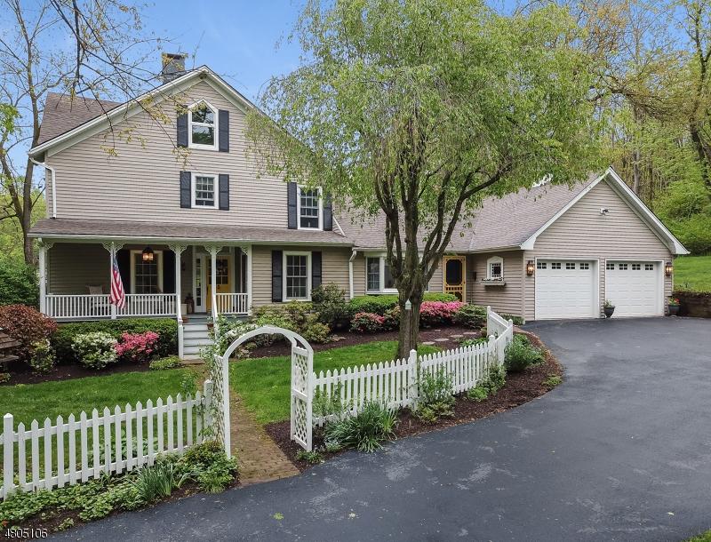 Enfamiljshus för Försäljning vid 120 N FOUR BRIDGES Road Washington, New Jersey 07853 Förenta staterna