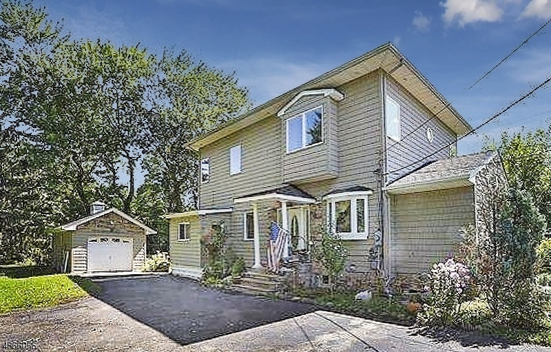 Частный односемейный дом для того Продажа на 712 JORALEMON Street Belleville, Нью-Джерси 07109 Соединенные Штаты