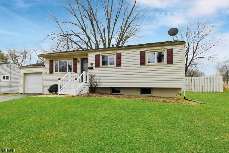 Maison unifamiliale pour l Vente à 10 SHELLEY Drive Hackettstown, New Jersey 07840 États-Unis