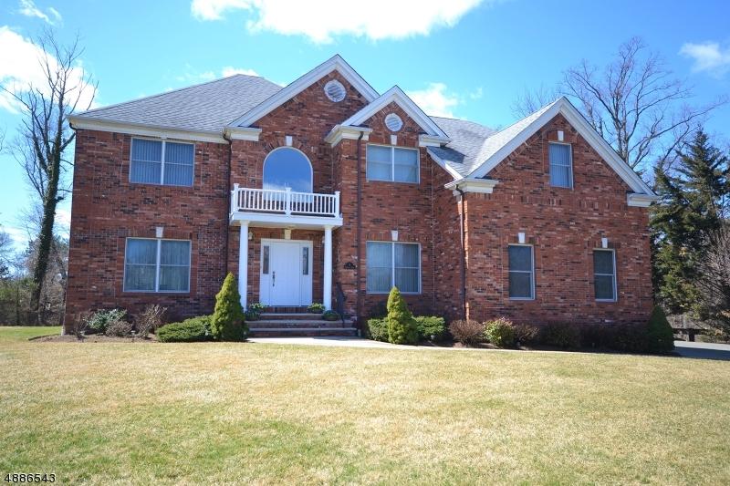 Частный односемейный дом для того Продажа на 5 LA SALLE Court Roseland, Нью-Джерси 07068 Соединенные Штаты