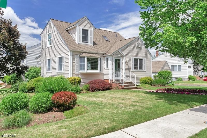 Maison unifamiliale pour l Vente à North Arlington, New Jersey 07031 États-Unis