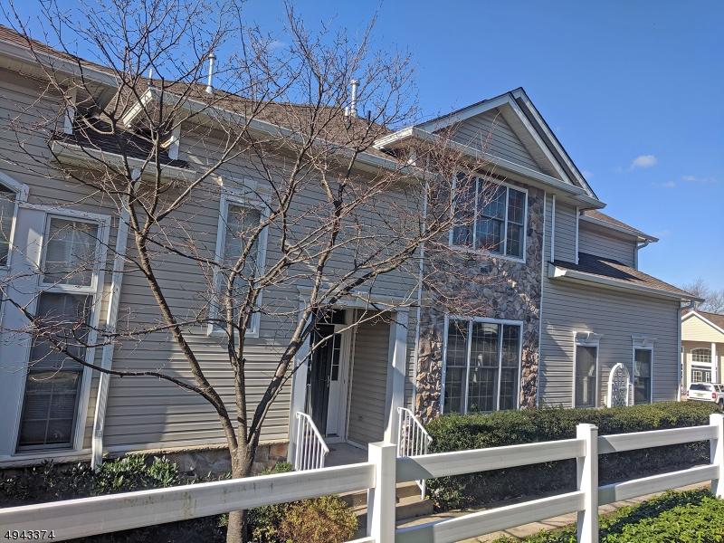 Condominio / Townhouse per Affitto alle ore West Orange, New Jersey 07052 Stati Uniti