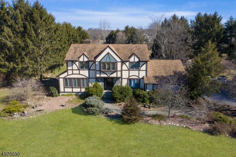 Single Family Homes per Vendita alle ore Hampton, New Jersey 07860 Stati Uniti