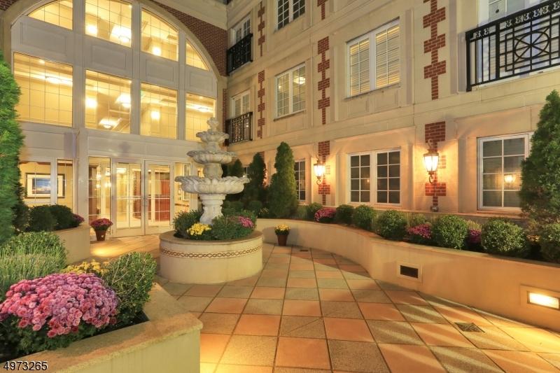 Condo / Townhouse voor Verkoop op Westfield, New Jersey 07090 Verenigde Staten