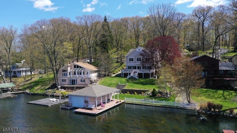 Single Family Homes pour l Vente à Hopatcong, New Jersey 07843 États-Unis